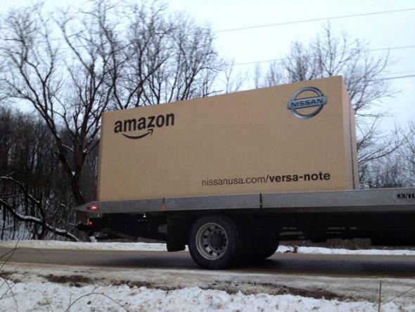 size_590_Nissan_entrega_carro_dentro_de_caixa_gigante_da_Amazon (1)